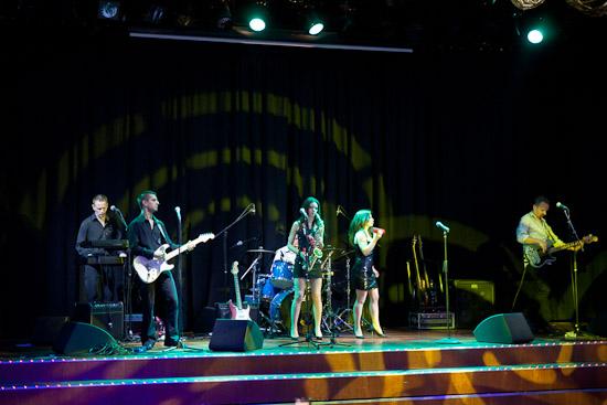 Shine stod för underhållning ombord på Baltic Queen
