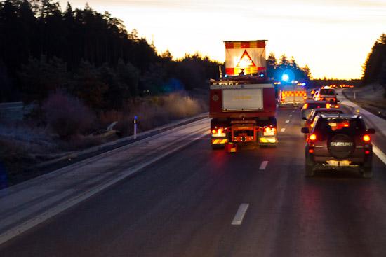 Personbil i diket utanför Enköping