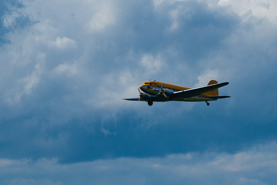 DC-3:an bjöd även på en uppvisning i luften