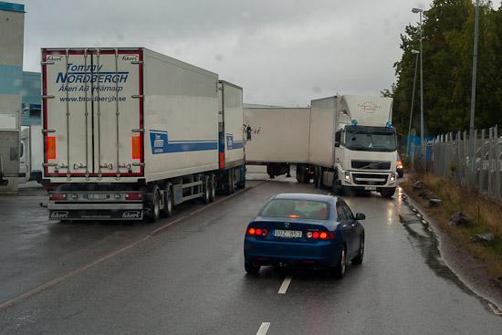 Stressade personbilar som inte kan låta chauffören backa i fred