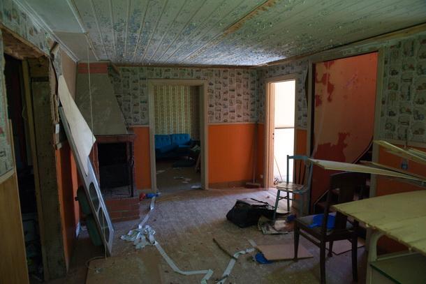På övervåningen fanns också ett relativt skonat rum